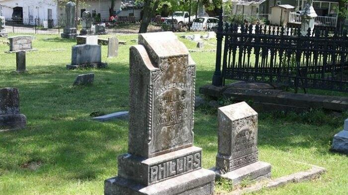 Cover for The Mystery Grave In Arkansas Has Spurred Some Of The South's Most Intriguing Legends