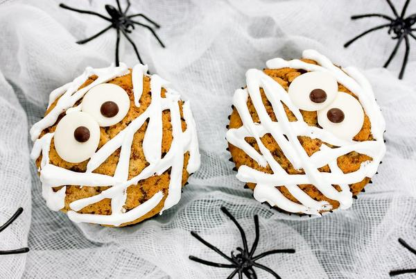 Picture for No-Bake Halloween Treat Recipe: Make Spooky Mummy Cookies & Cupcakes for Halloween in Minutes