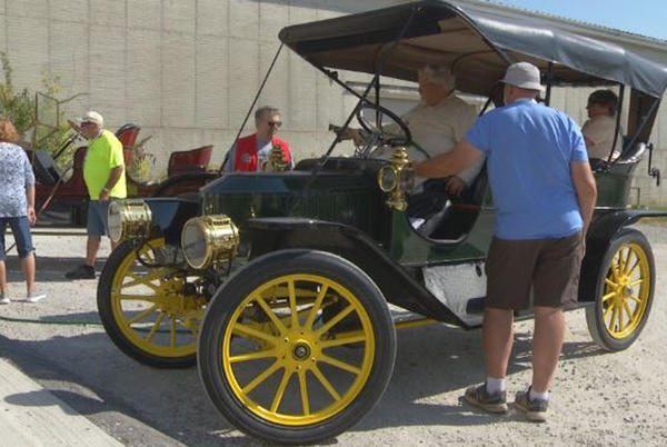Picture for Convoy of century-old steam-powered cars rolls to a close in Coralville