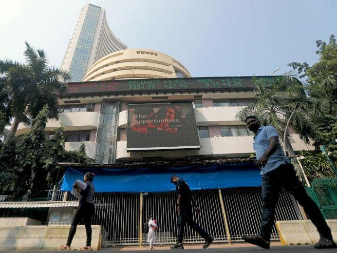 it-stocks-propel-indian-shares-to-record-highs-newsbreak