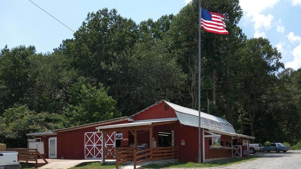 The Apple Orchard In Georgia, Red Apple Barn, Offers A ...