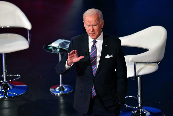 Picture for Joe Biden Just Put the Two Holdout Democrats Under the Spotlight to Reach a Spending Deal