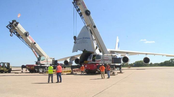 Cover for Massive cargo plane makes stop at Lincoln Airport