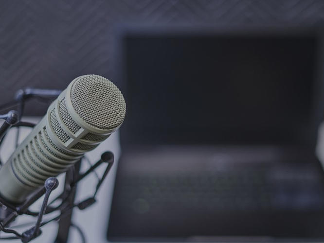 what-s-the-best-microphone-if-you-want-to-start-a-podcast-james-logie-newsbreak