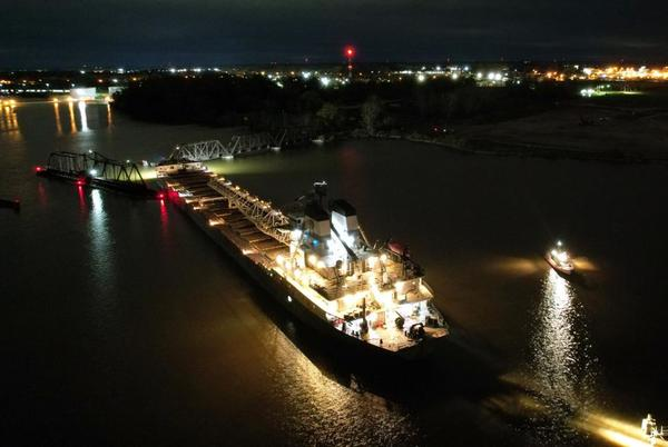 Picture for Crews dislodge freighter on Saginaw River near Essexville