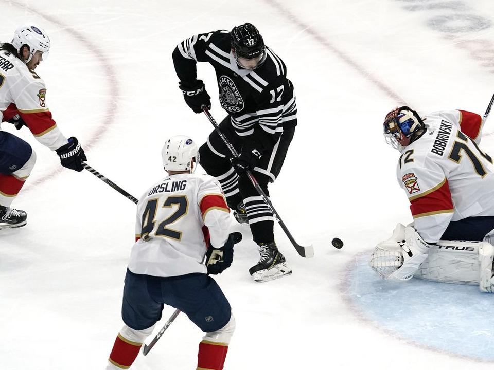 chicago-blackhawks-rally-falls-short-in-a-5-4-loss-to-the-florida-panthers-leaving-them-8-points-behind-in-the-playoff-chase-with-5-games-remaining