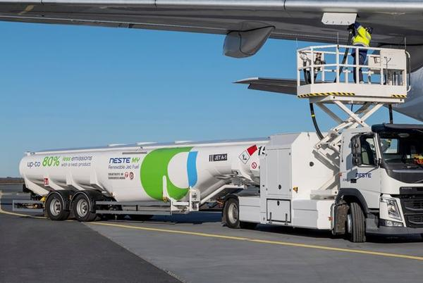 Picture for EasyJet flies out of Gatwick Airport on Sustainable Aviation Fuel