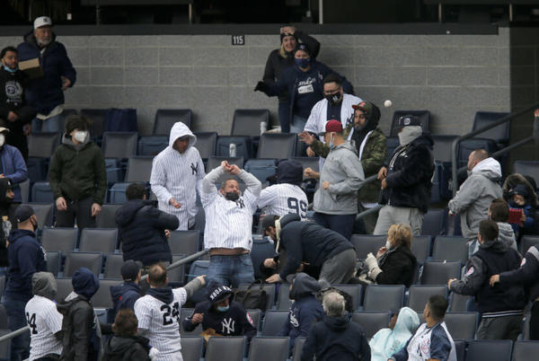 Picture for Yankees: Dumb fan gets ejected for throwing ball on field after Rangers OF gives it to him