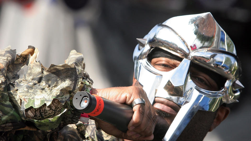 Picture for What did rapper MF Doom look like without a mask?