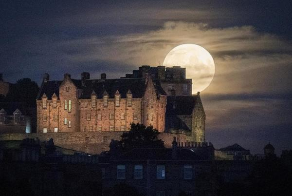 Picture for 15 Spectacular Photos Of July's Full 'Buck' Moon Around The World
