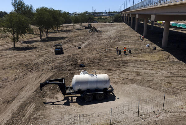 Picture for Texas border crossing where migrants made camp reopens