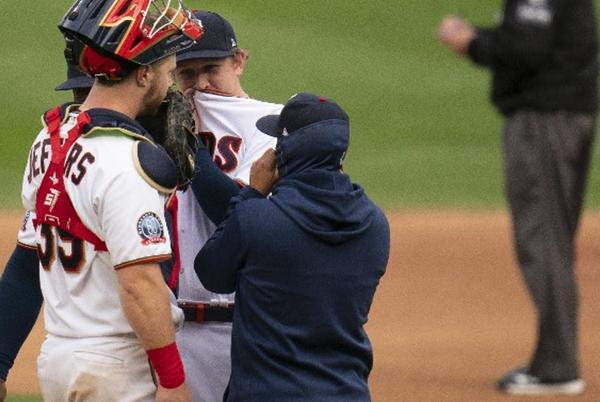 Picture for Twins' Game 1 bullpen usage leaves much to be desired