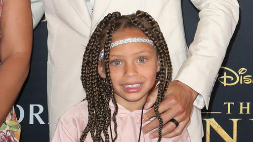 Steph Curry S Daughter Riley 7 Proves She S Her Dad S Twin As She Mirrors His Dance Moves News Break