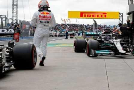 Picture for Mercedes probed as Red Bull question 'weird' development in F1 title fight