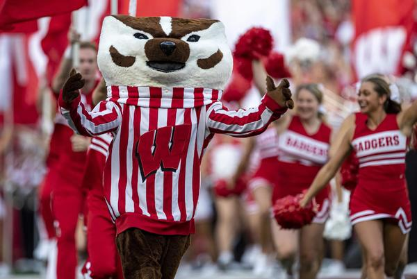 Picture for Wisconsin football recruiting: a new offer goes out to a DL