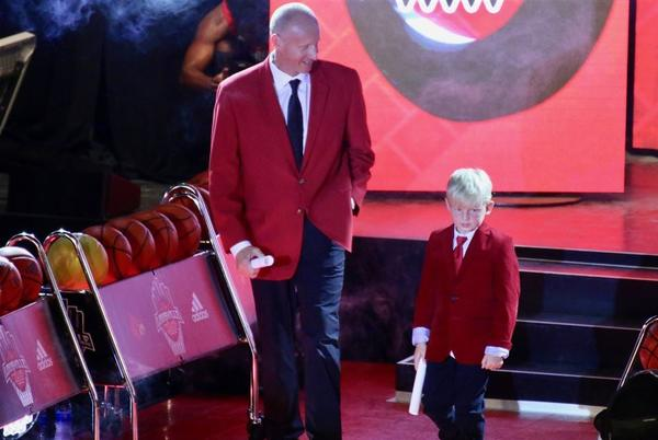 Picture for Louisville coach Chris Mack pays homage to Denny Crum at Louisville Live