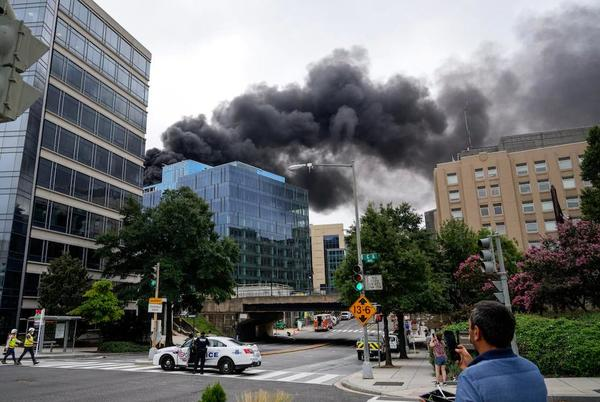Picture for Fire on roof of new Metro building near L'Enfant Plaza sends smoke over downtown Washington