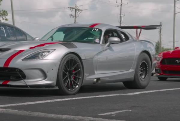 Picture for Watch This 3300-HP Dodge Viper ACR Easily Hit 200 MPH in a Roll Race