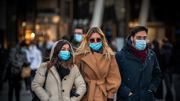Cover for Chicago daily roundup: Masks here to stay, City Hall vaccine fight with the CPD heats up, Sky win WNBA title, and more