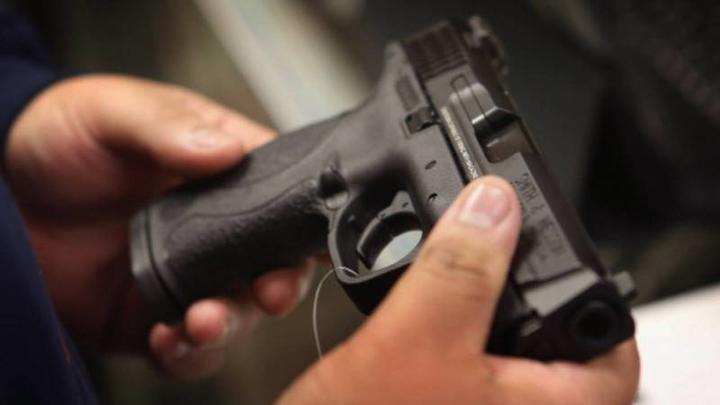 Cover for Motorist shoots 2 teens during carjacking in Chicago suburb