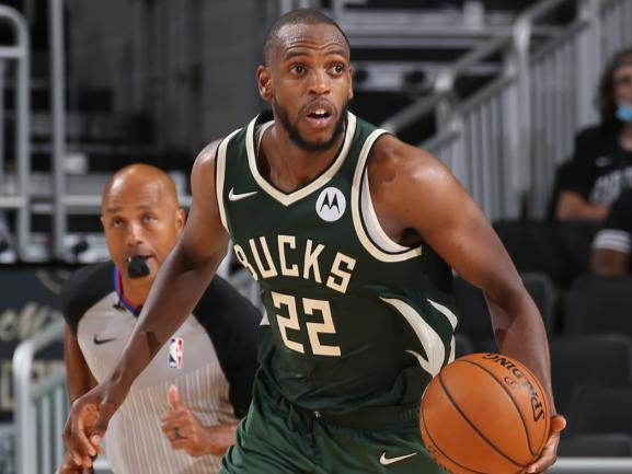bucks-turn-to-khris-middleton-giannis-antetokounmpo-pick-and-roll-in-crunch-time-and-they-ll-need-more-of-it