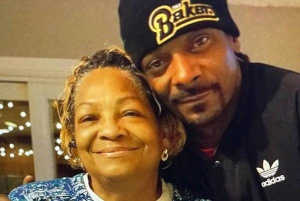Picture for Snoop Dogg Reveals His Mother Beverly Tate Has Died