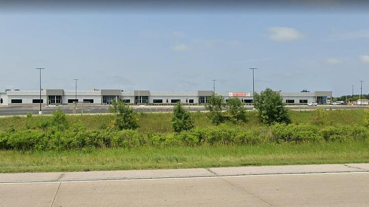 Cover for Former Iowa Outlet Mall Turning Into Manufacturing Facility