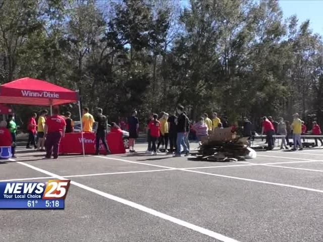 Five Hundred Families Given Thanksgiving Meal In Biloxi News Break